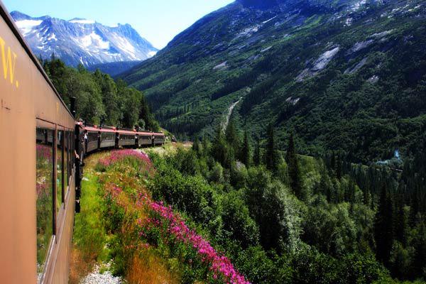 10 tuyến du lịch bằng tàu hỏa ấn tượng nhất thế giới