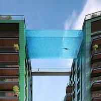 """Bể bơi trong suốt """"cực đã"""" giữa bầu trời London"""