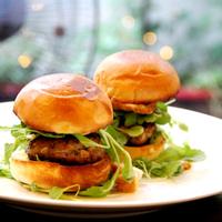 Điểm danh nơi bán hamburger từ mini size đến cỡ bự khổng lồ