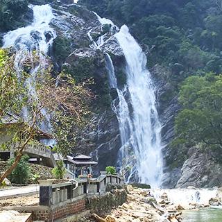 Phát hiện ngọn thác đẹp vi diệu tại QN chỉ dân địa phương mới biết