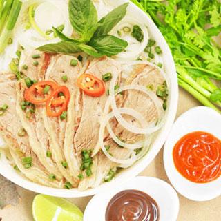 """(HCM) Nghệ thuật thưởng thức nét """"hồn"""" của phở Việt"""