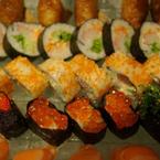 Nhớ tìm món này nhé, khá đặc biệt đấy, kimchi, sushi trứng tôm, trứng cá hồi :D