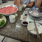 Thố cơm nằm dưới đĩa thịt đó nhaz, ko bjk trộn nên khi nhân viên trộn xong, ngon quá, ăn hết lun mà quên chụp hình lại ^^