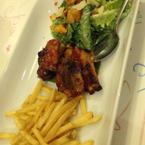 Khoai tây + sườn nướng + salad