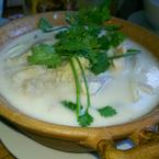 Súp gà nấu nước dừa