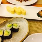 Cuộn bơ vs trứng cuộn kiểu Nhật