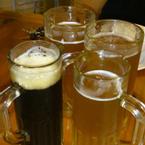 2 loại bia vàng và đen