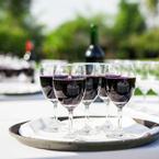 Rượu vang đầy tràn