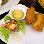 Cá hồi cuộn phô mai chiên giòn