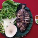 Cá dìa nướng ăn kèm rau sống và bánh tráng