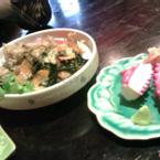 Salad rong biển và sushi bạch tuộc