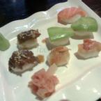 Sushi cá hồi, sushi bơ và sushi bò Mỹ
