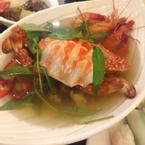 Thập cẩm hải sản phục vụ tại bàn.