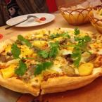 Pizza bò đế mỏng,thịt ướp ngon nhưng về tổng thể thì vị nhạt nhẽo,bột k đậm đà hương vị