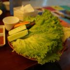 Salad, ai thích cuốn salad thì 1 lần lên thịt chắc sẽ cuốn đc 1 rổ :D