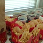 Bữa trưa cho cty với McDonald.