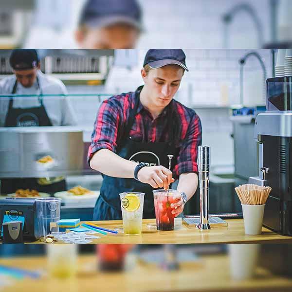 Những khó khăn trong việc quản lý nhân viên nhà hàng