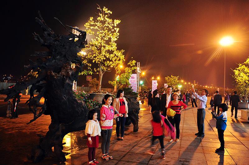 Trải nghiệm đồ ăn vặt tại lễ hội Hoa Anh đào Quảng Ninh - ảnh 2