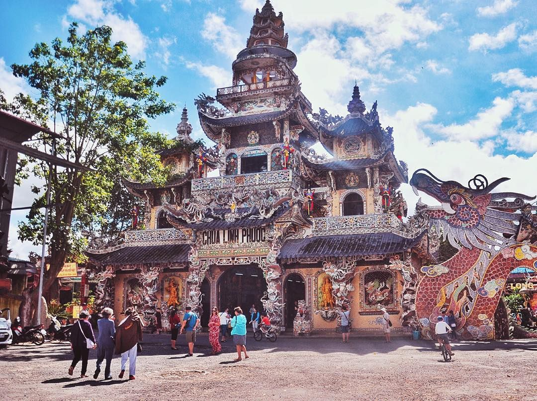 Mất hồn khi xuống 18 tầng địa ngục y như thực ở chùa Ve Chai | Bài viết |  Foody.vn