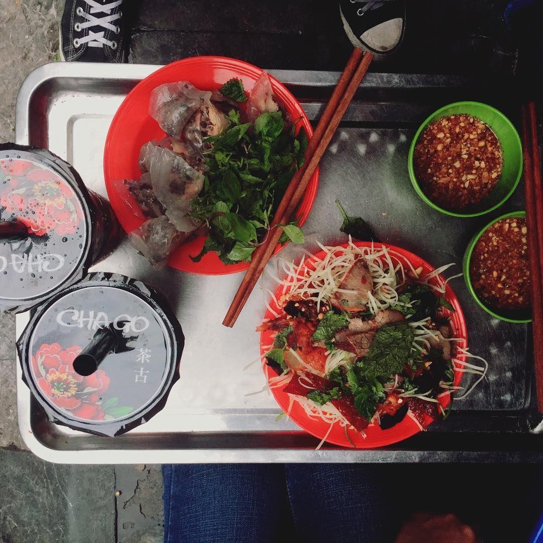 (Hà Nội) 15 món ăn vặt không thể bỏ qua trên phố đi bộ
