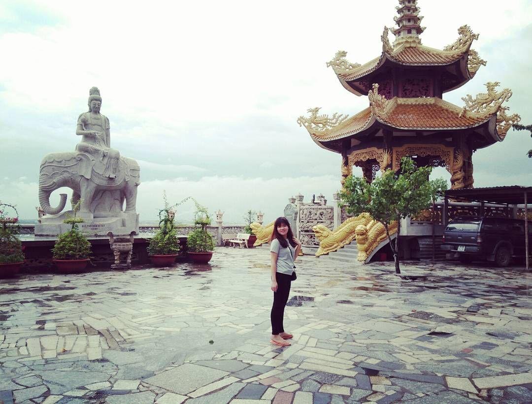 Bên ngoài chánh điện.Van Minh Nguyen on Instagram