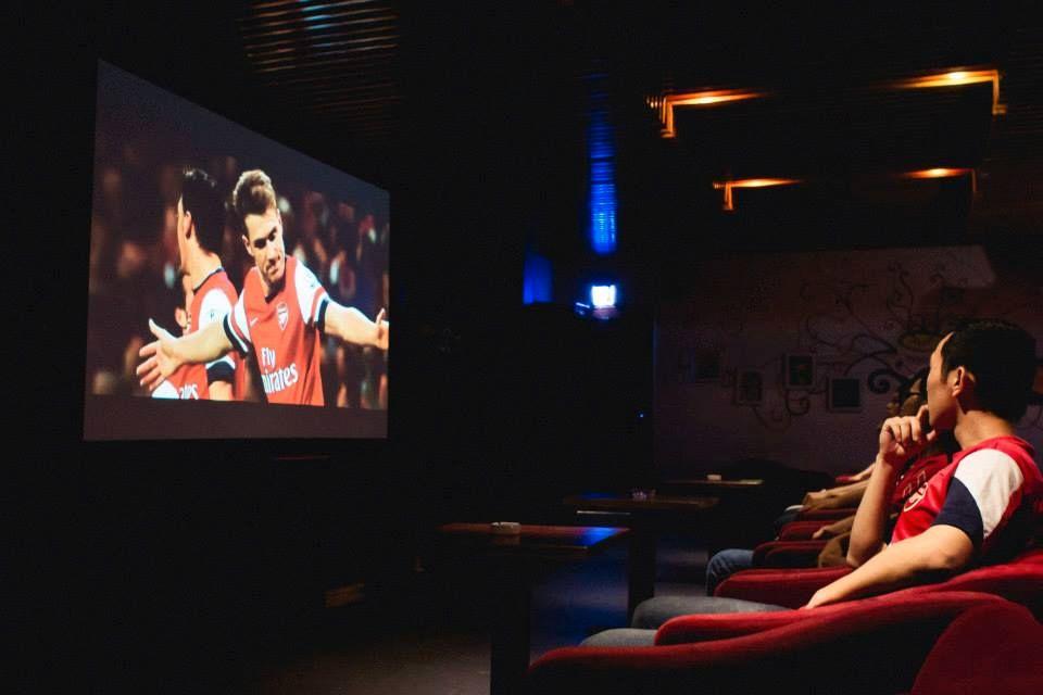 thiết kế cafe bóng đá