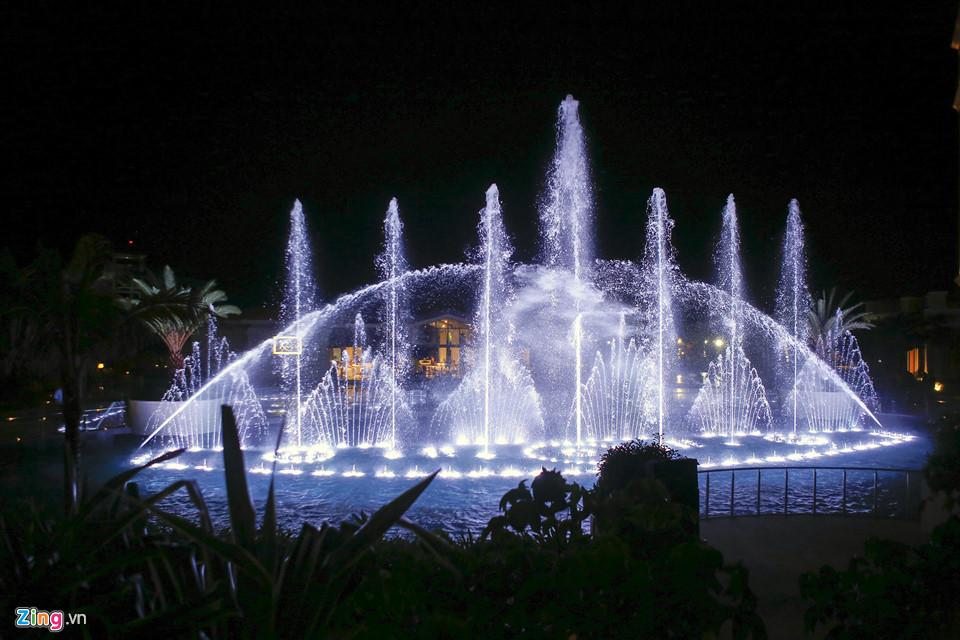 Kết quả hình ảnh cho Biểu diễn nhạc nước hoành tráng tại Las Vegas.