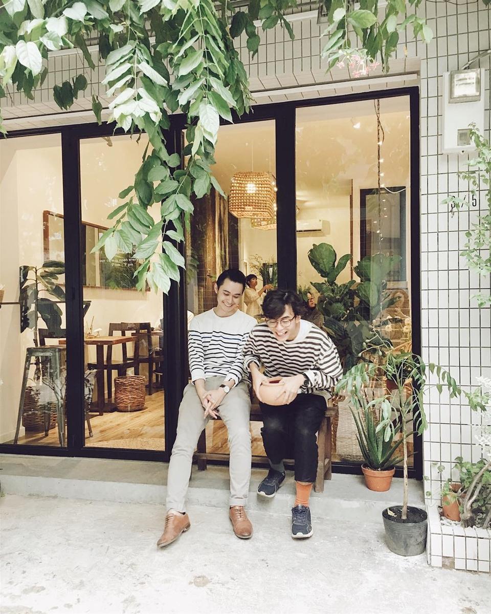 ... Sài Gòn gần như phát cuồng với một homestay - cafe mang phong cách hoàn  toàn mới : Nấp Sài Gòn. Cùng Foody tìm hiểu homestay - cafe đang hot này  nhe.