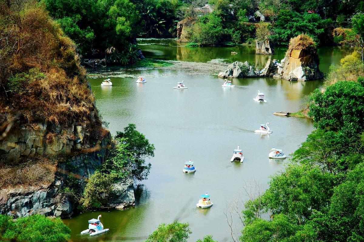Thả mình trong khung cảnh Sơn Thủy hữu tình trên Hồ Long Ẩn - Hồ Long Vân cùng trò chơi đạp Thiên nga, Thuyền du lịch