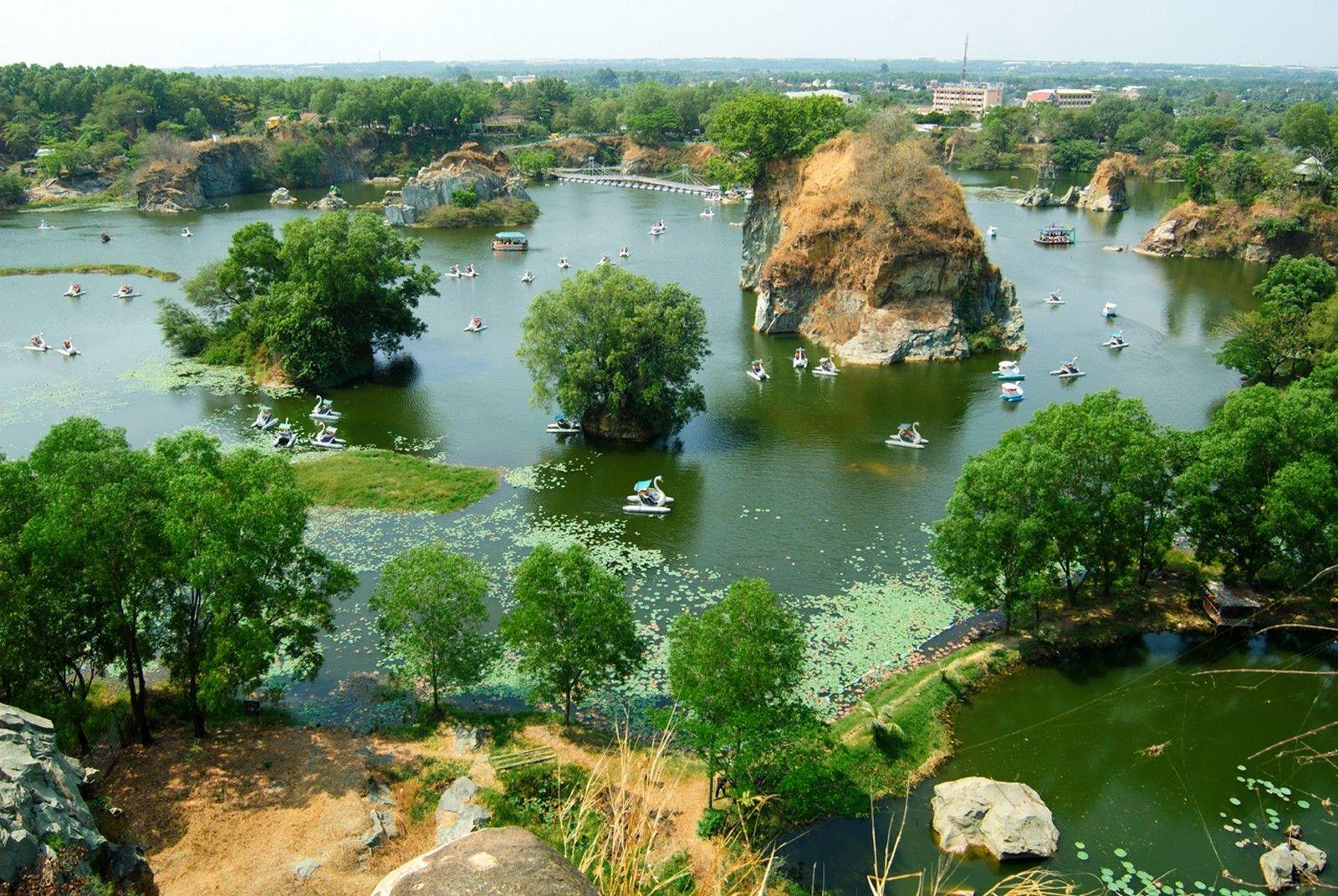 """Cảnh Hồ Long Ẩn thơ mộng được ví như """"Vịnh Hạ Long thu nhỏ"""" của Nam Bộ"""