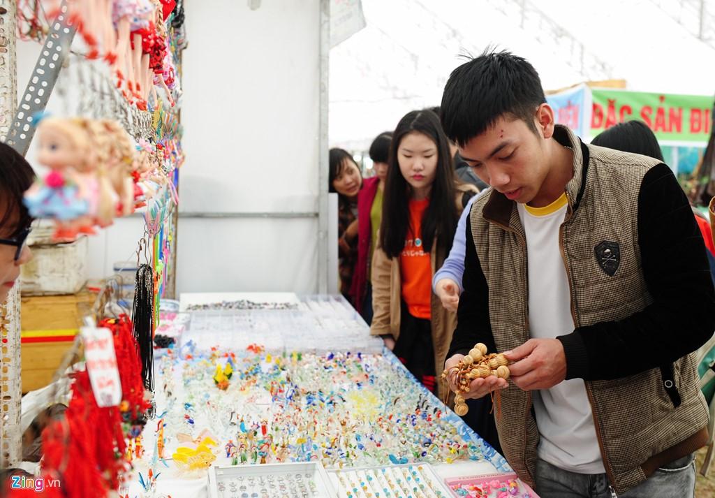 Trải nghiệm đồ ăn vặt tại lễ hội Hoa Anh đào Quảng Ninh - ảnh 13