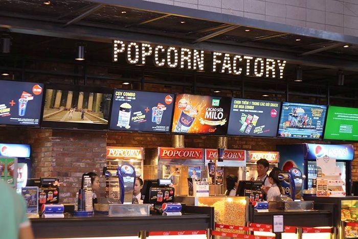 Kết quả hình ảnh cho ăn bắp rang bơ trong rạp chiếu phim