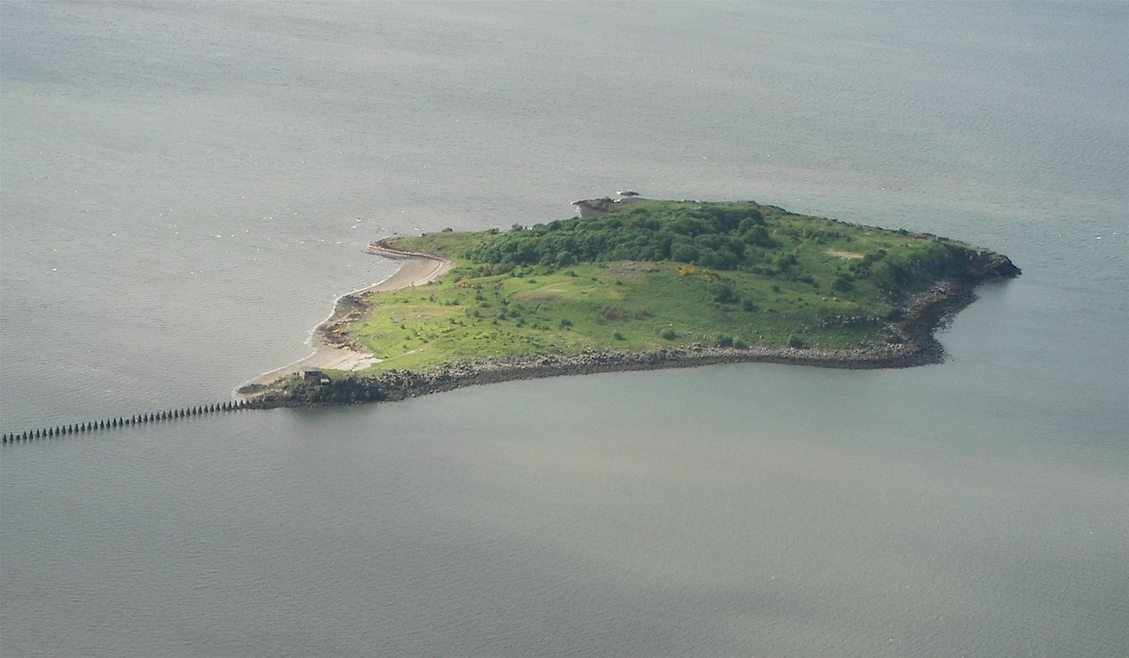 Description: https://media.foody.vn/images/Cramond_Island_from_air.JPG