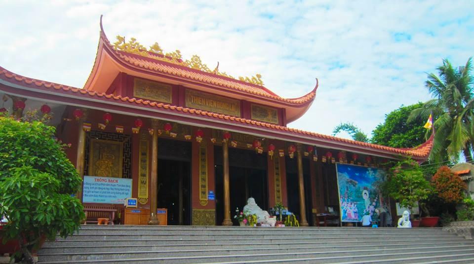 Khoa%20Anh%20Vo%204 Ghé thăm ngôi chùa cho du khách ăn free 7000 cái bánh xèo mỗi ngày