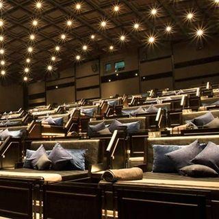 """(HCM) Phát sốt với """"Rạp chiếu phim giường nằm"""" siêu đẳng cấp chỉ có ở Sài Gòn"""