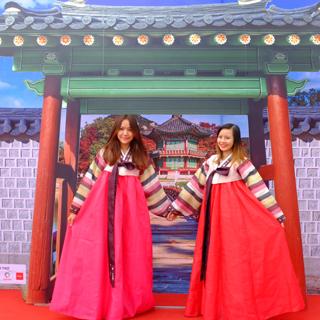 Thoả sức ăn uống mua sắm mệt nghỉ tại lễ hội Hàn Quốc