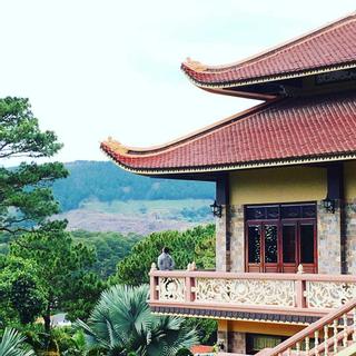 Ngỡ ngàng trước vẻ đẹp cổ kính thanh tịnh của Thiền Viện Trúc Lâm