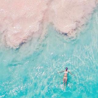 Lộ diện bãi biển cát hồng ảo diệu dành riêng cho team bánh bèo