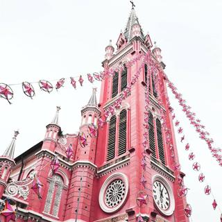 Rục rịch check in nhà thờ màu hồng khoác áo mới trong mùa Noel
