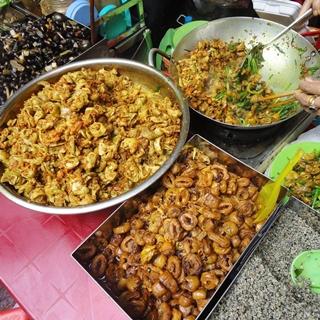 """(HCM) Ăn bất chấp """"1001 món ngon"""" ở khu chợ miền Trung nức tiếng SG"""