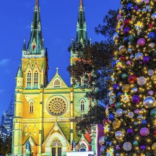 Đẹp muốn xỉu NGHỆ THUẬT CHIẾU SÁNG 3D tại Nhà thờ duy nhất dịp Giáng Sinh