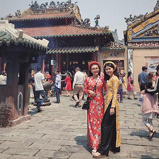 Xếp hàng dài ở điểm xin xăm đầu năm linh thiêng chuẩn nhất Sài Gòn