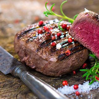 (HN) 5 cấp độ thưởng thức bò bít tết đúng chuẩn tan chảy Hà Nội  tại các nhà hàng Âu