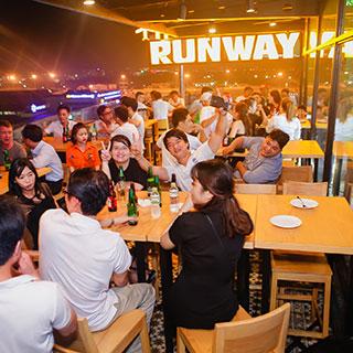 View đẹp cháy máy với beer club có rooftop ngắm máy bay đẹp nhất Sài Gòn