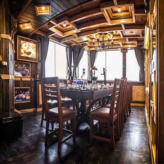 Hầm rượu vang đồ sộ bậc nhất Sài Gòn