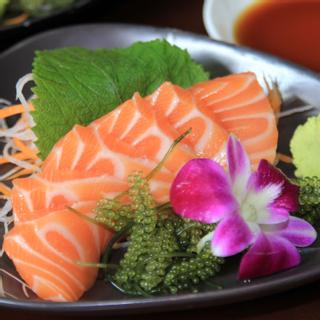 Phá đảo quán sushi bình dân giá mềm mới khai trương
