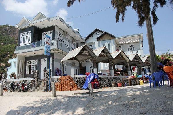 Rất nhiều nhà nghỉ khách sạn ở đảo Bình Ba