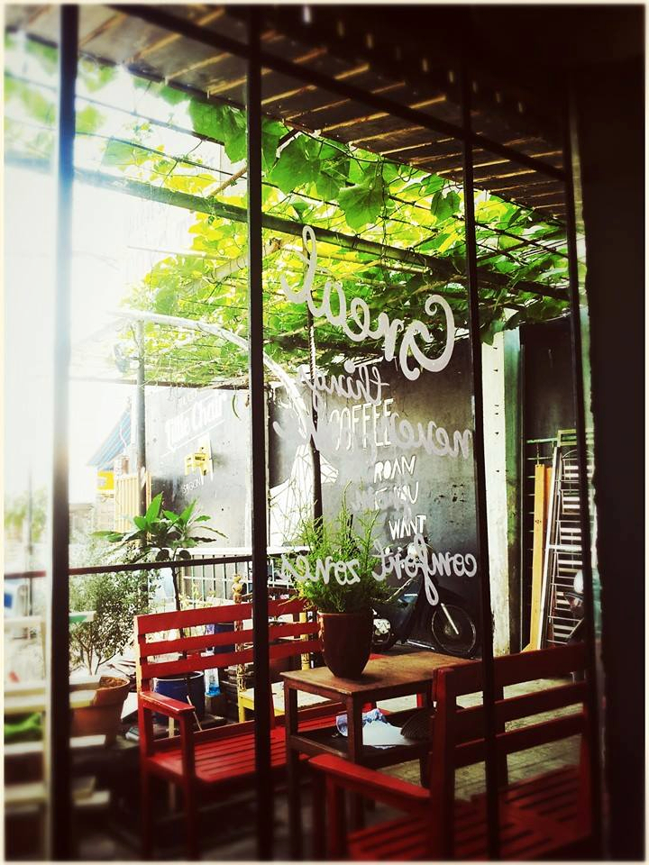 quan cafe dep o sai gon - little chair cua so