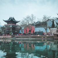 Bộ ảnh Phượng Hoàng-Trương Gia Giới chao đảo cộng đồng ảo của nhà văn triệu views