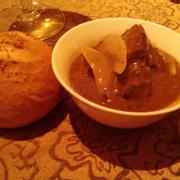 Bò hầm tiêu xanh + Bánh mì
